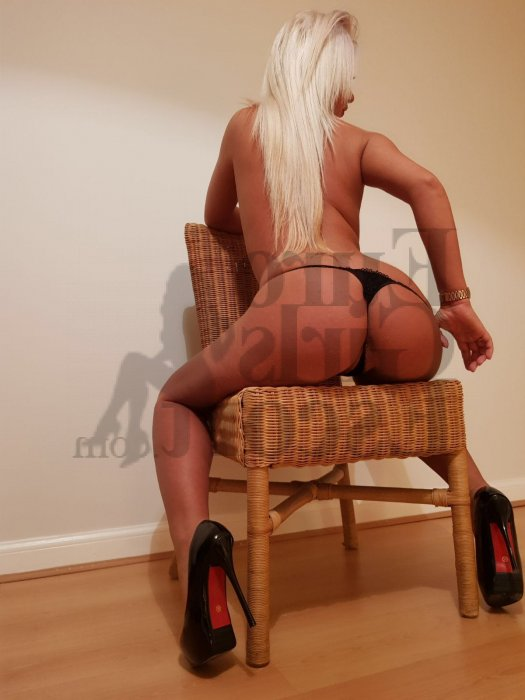 escort girls in Leominster & tantra massage
