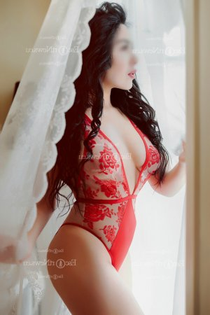 Ninna live escorts & thai massage