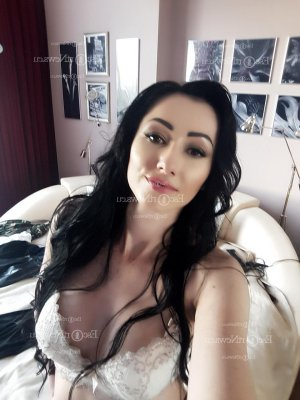 Melanye call girls in Fair Oaks & tantra massage