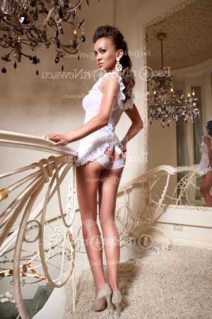 Mesmine escort in Lochearn Maryland and nuru massage