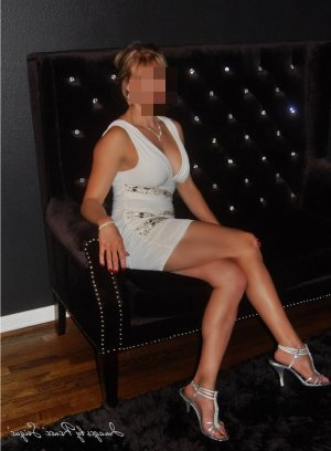 Lauredana erotic massage in Greenfield & escort girls